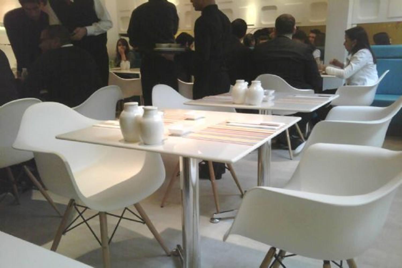 Cadeira Eames com Braco Base Madeira Branco Fosco - 15206