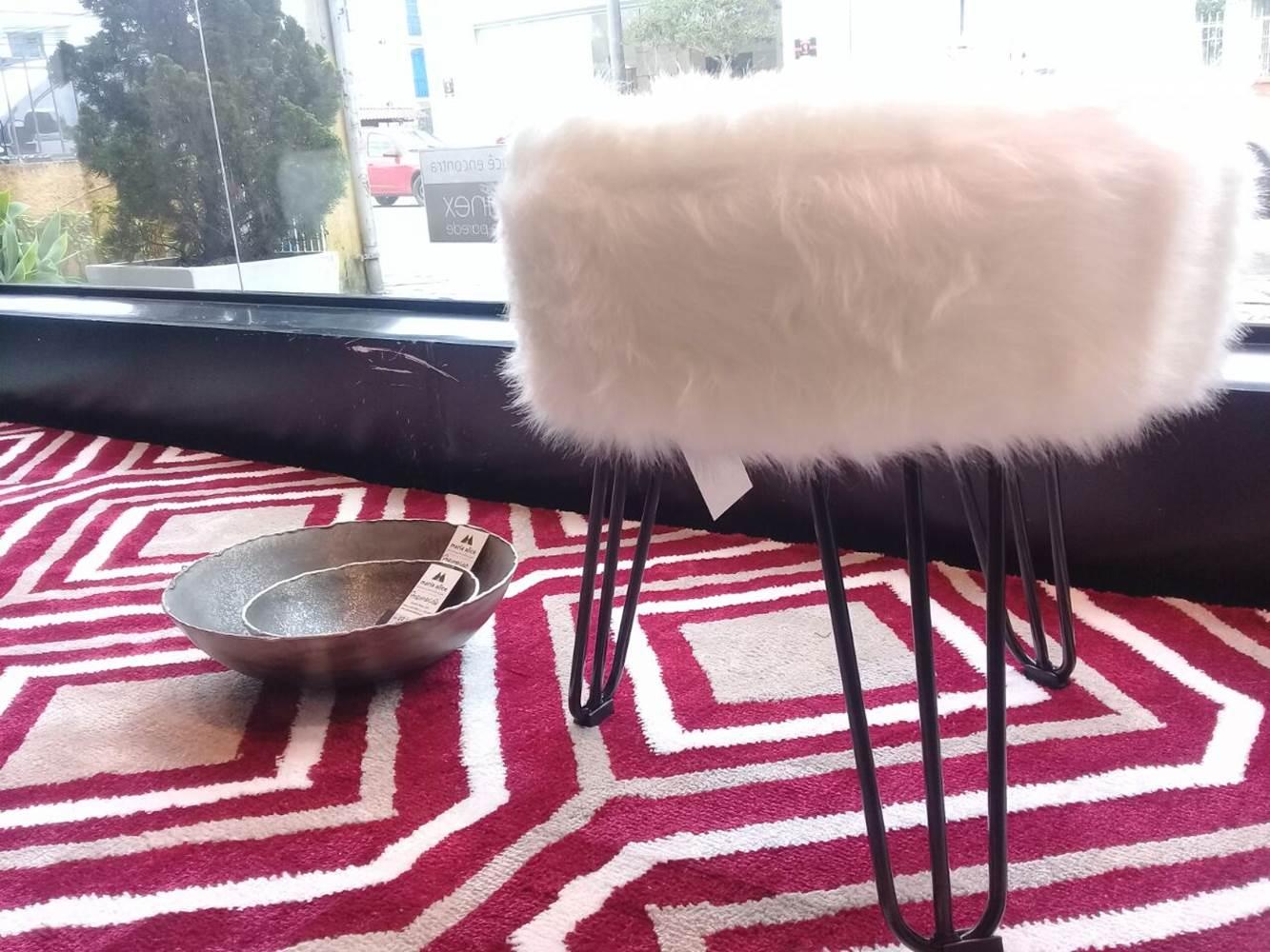 Puff Cloud Base Preta Pele Sintetica Branca 46 cm - 42090