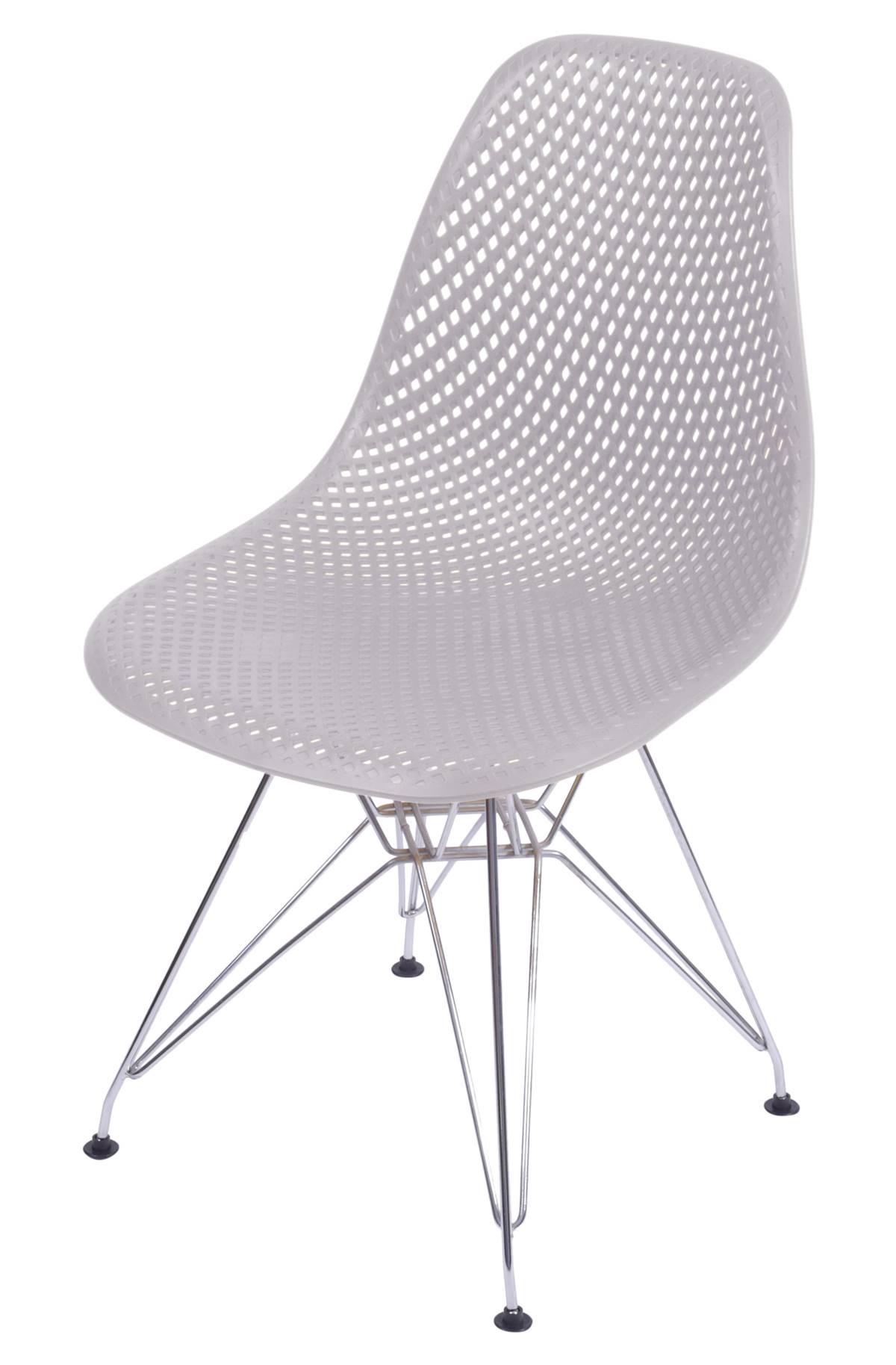 Cadeira Eames Furadinha cor Fendi com Base Cromada - 54702