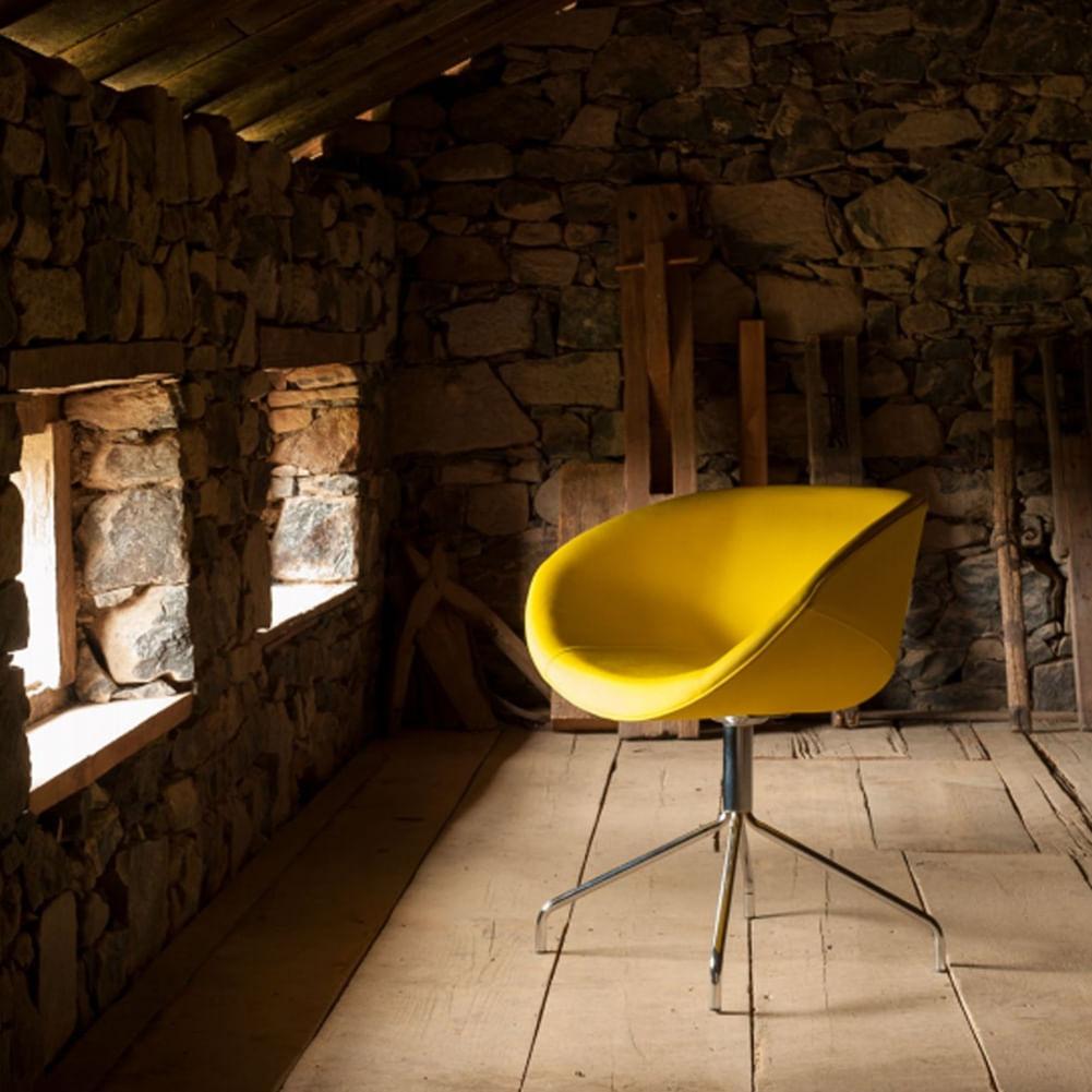 Poltrona Smile Assento Estofado em Linho Alecrim Base Fixa Tubular Cromada - 55841