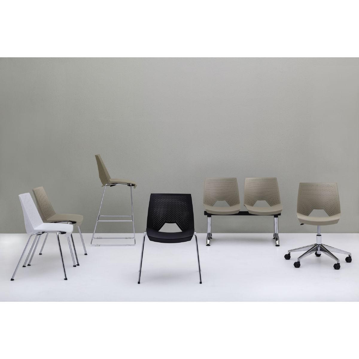 Kit 5 Cadeiras Strike Assento Bege Base Rodizio Preta - 57637