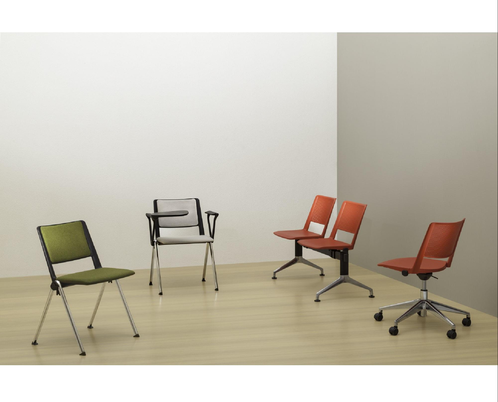Kit 5 Cadeiras Up com Bracos Assento Vermelho Base Fixa Preta - 57840